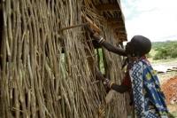 Enkaji - construction maison Maasai