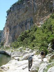 Randonnée dans les Gorges du Chassezac et séjour éco-lodge en Ardèche avec le Mas Escombelle