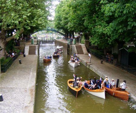 Balade en barque sur le Canal St Martin