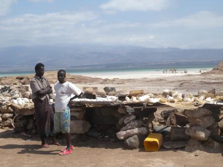 Vendeurs de sel sur le lac Assal @G.Clastres