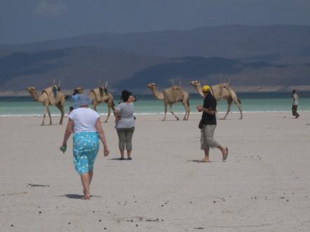 Touristes au lac Assal @G.Clastres