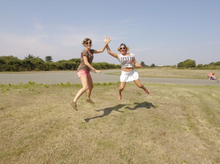 Clémence et Julie  2 aventurières au grand coeur!