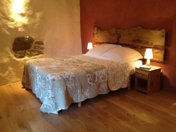 Chaux, enduit terre, laine de bois... sont utilisés pour l'écorénovation de la maison d'hôtes © Quinte et Sens