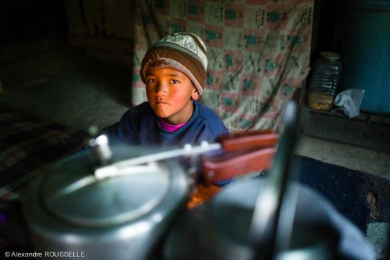 Accueilli par les habitants d'Ipti, village d'une dizaine de maisons.