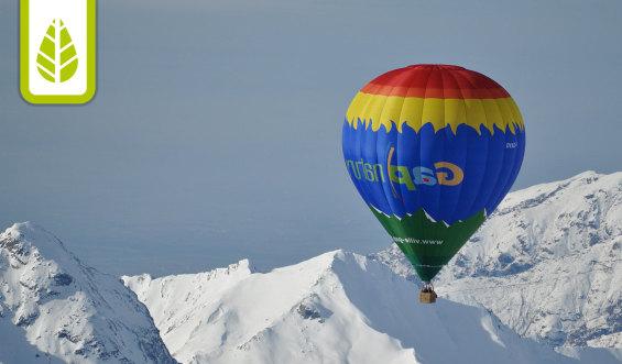 la découverte d'un moment majestueux : s'élever au dessus des montagnes, emportés dans le ciel à bord d'une montgolfière - Crédit photo Les carnets de Flora