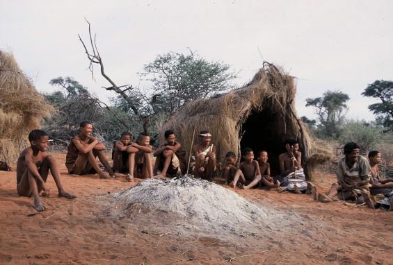 01: matin avec un groupe de San (bushmen), avant départ en randonnée
