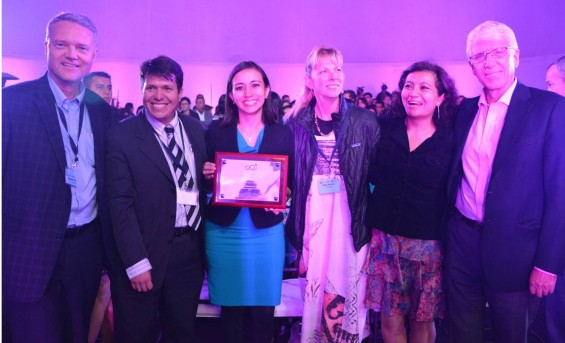 Sandra Naranjo Ministe du Tourisme entourée par des membres de TIES et du GSTC