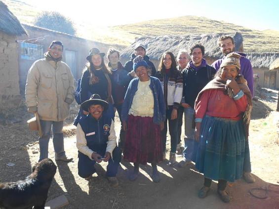 UN projet entre des étudiants et des Péruviens ou chacun partage et s'entraide, une richesse pour toutes et tous