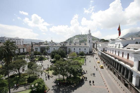 ANDES-Quito plaza grande 01