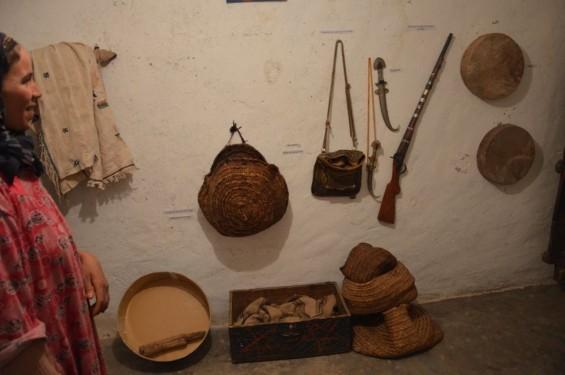 des outils et des objets encore utilisés, expliqués par les habiants