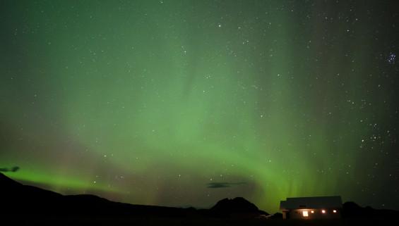 une aurore boréale dans le ciel Islandais