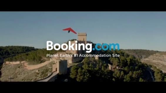 Booking s'interroge (enfin ?) sur la place qu'il pourrait offrir aux établissements durables...