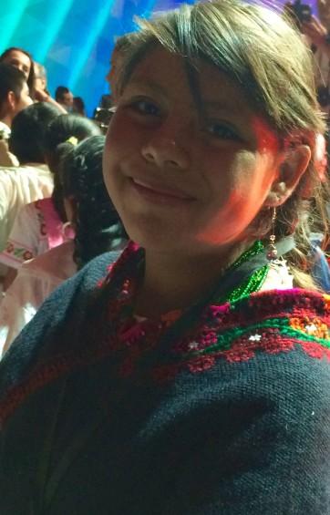jeune fille membre des Paraísos indígenas