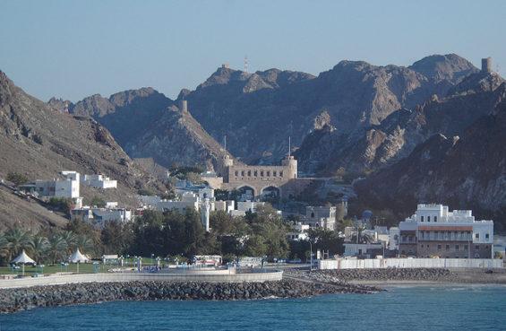 Mascate vue depuis la mer Oman