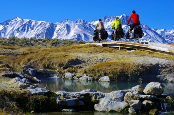 3 vélos fatbikes face aux sommets du Pamir... solidream