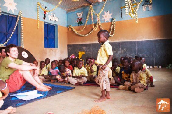 Bourse AVI 2017 - Pierre Lefort sur la construction d'un poulailler dans une école primaire du Burkina-Faso