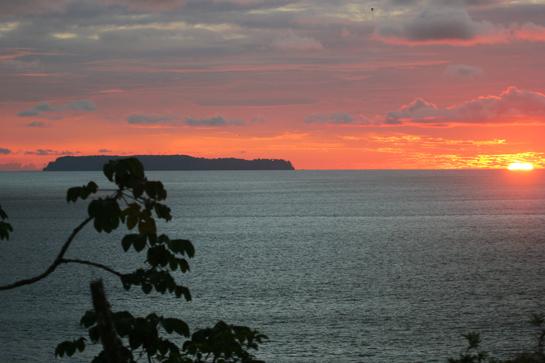 Coucher de soleil sur l'île Canos
