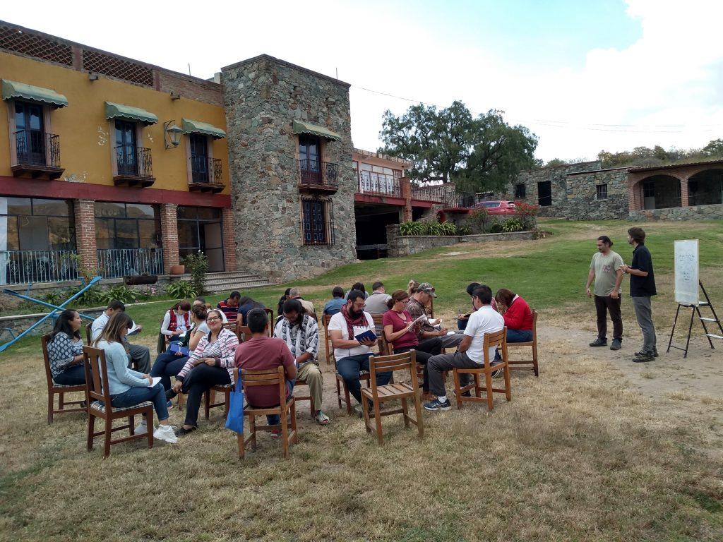 la concertation lors d'un atelier de formation au tourisme régénératif