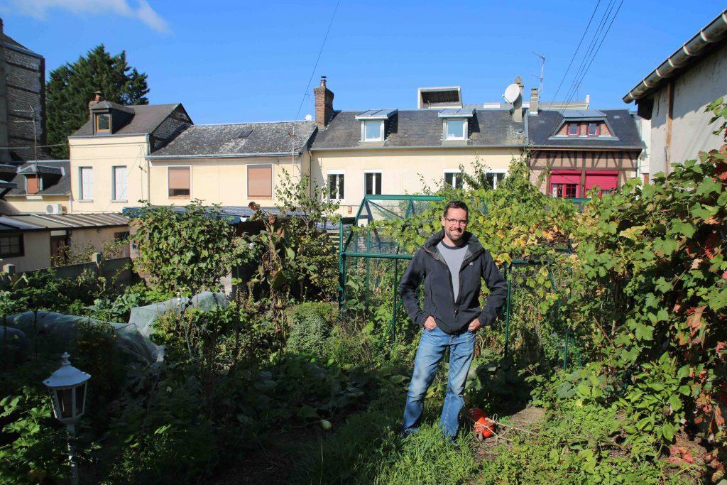 Joseph et son potager urbain en permaculture