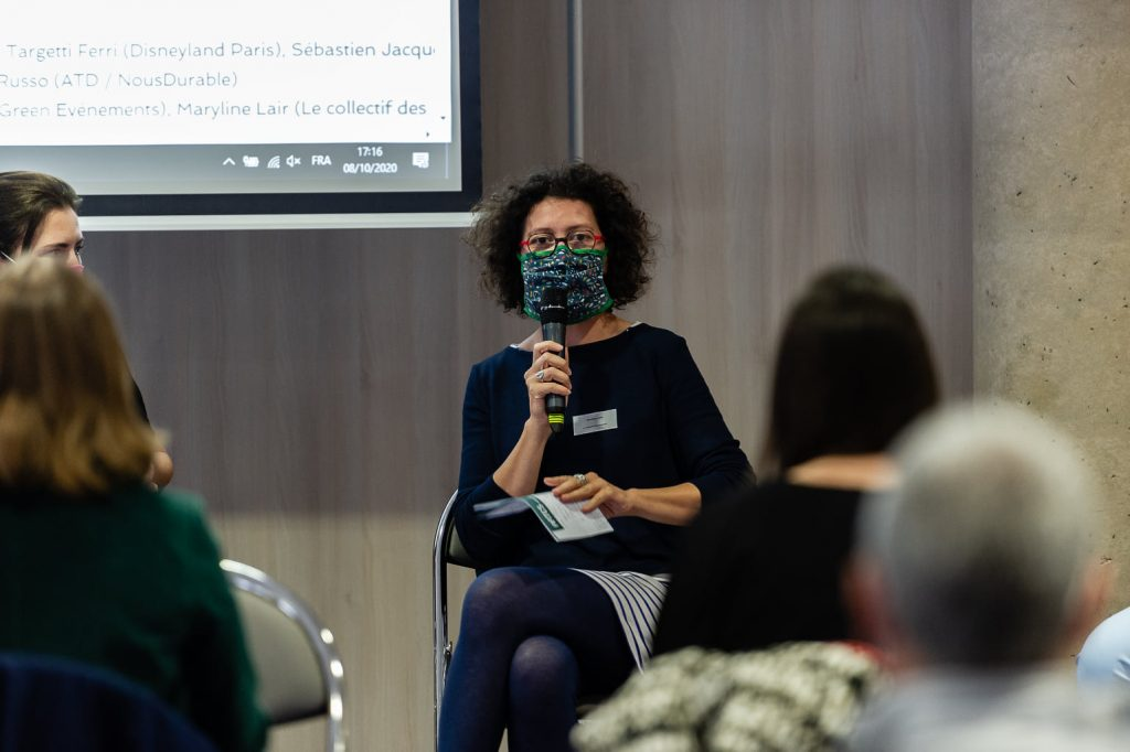 Maryline Lair (Le collectif des festivals) micro à la main pendant les Universités du tourisme durable 2020