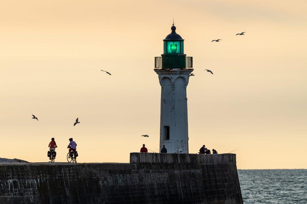 Le phare de Saint-Valery-En-Caux, petite cité portuaire de la côte d'Albâtre.