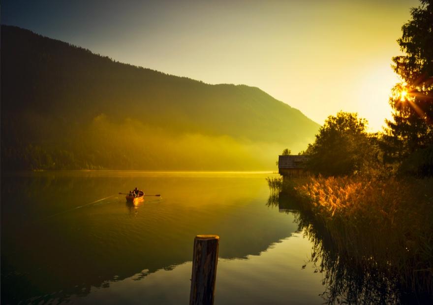 Le superbe lac de Weissensee en Autriche  © Weissensee Informationtinefoto.com