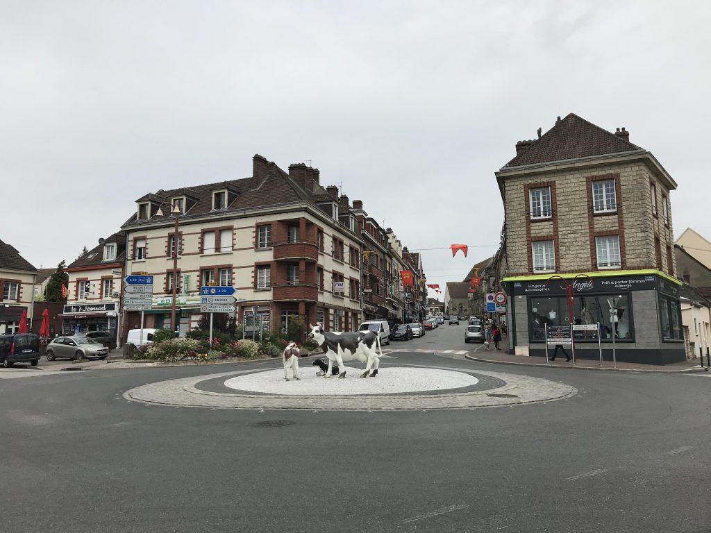 Neufchâtel-en-Bray, petite ville reconstruite dans un esprit à la fois régionaliste et moderniste