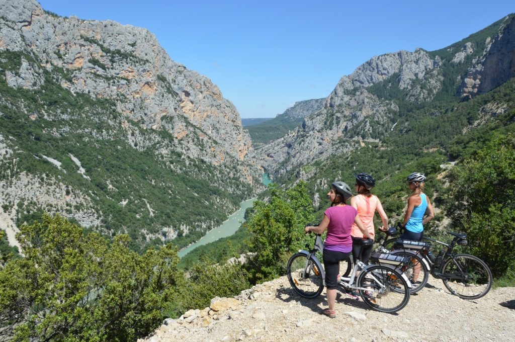 Depuis 25 ans, Vélo Loisir Provence anime les destinations «Luberon à vélo» et «Verdon à vélo» en partenariat avec les PNR et les collectivités et organismes de promotion touristique concernées.