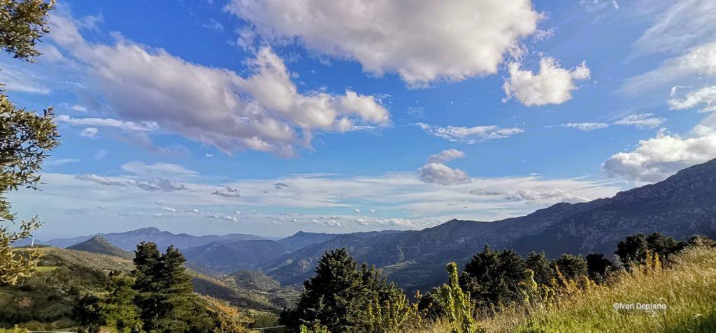 Festival du tourisme responsable en Sardaigne - vue d'un ciel sur les montagnes sardes