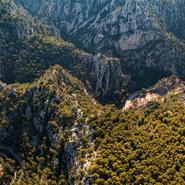 Découverte du Var vue du ciel, les Gorges d'Ollioules - Balade photo aérienne en ULM pendulaire avec Mwanga Vagabonde (Copyright Stéphanie Vigetta)