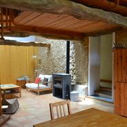 Terre crue, terre cuite, bois, une atmosphère sereine et lumineuse Gîte Frênes
