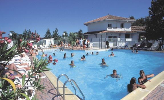 Domaine de la marina camping messanges en france for Camping queyras piscine