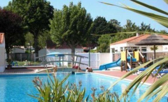 Aux coeurs vendeens camping saint jean de monts en france for Camping queyras piscine